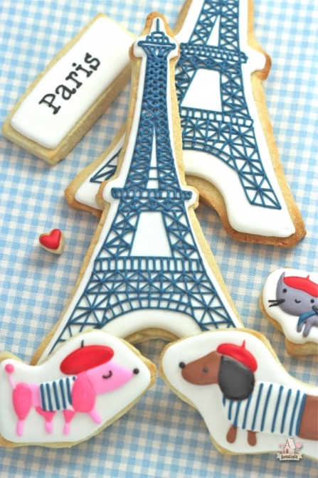 cute-Paris-French-Cookies-590x885