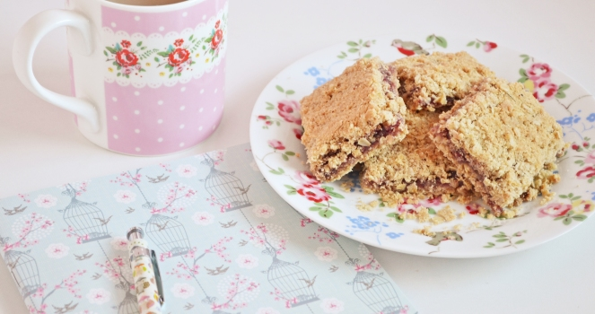 raspberry crumble squares