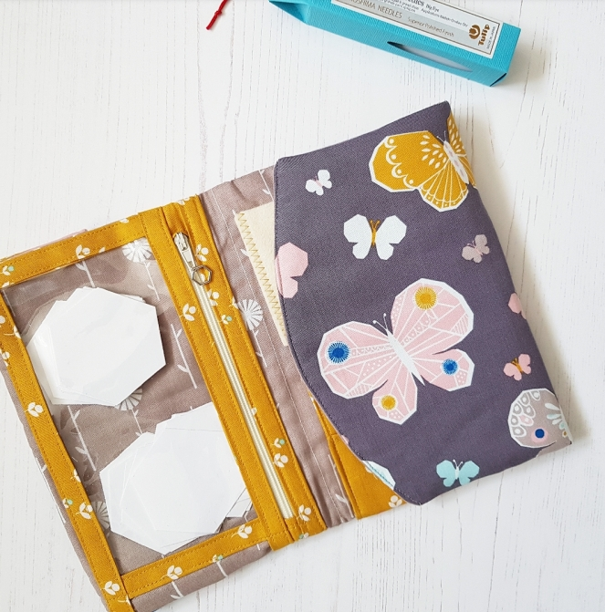 Fold-up sewing folio