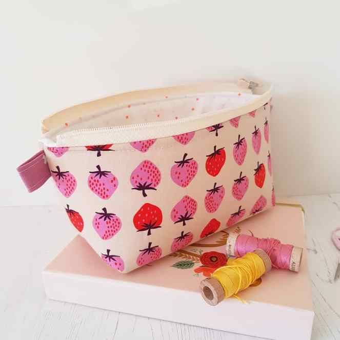 Zippered basket pouch