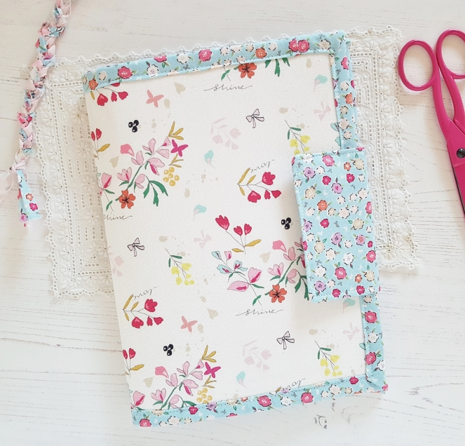 4 Pocket Case - A pattern by Aneela Hoey