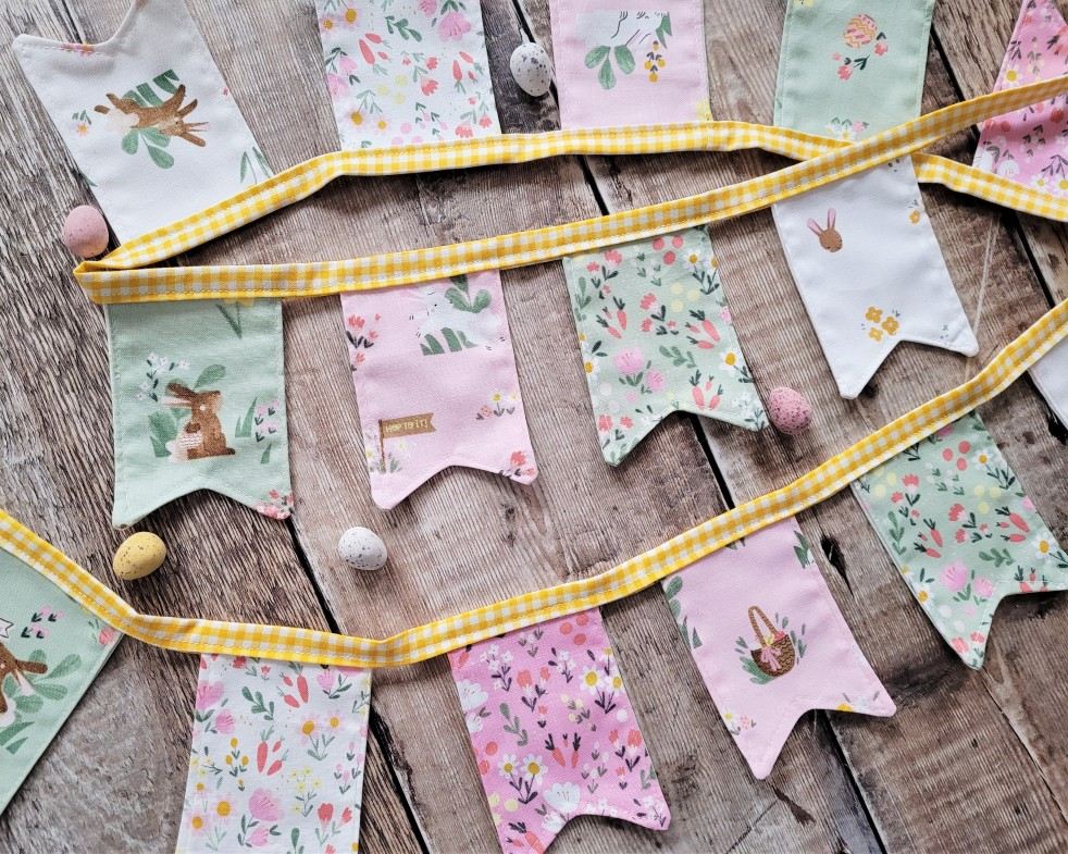 Easter Egg Hunt - Easter Basket & bunting
